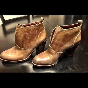 Lucky Brand Taupe Leather Ankle Boots size 8